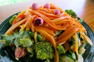 Fresh Garden Salad with Papaya Noodles, Kituk berries